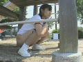 公園の遊具の下で体操服ブルマの女子が人目を気にしながら野ションしてる!!★ライブチャット